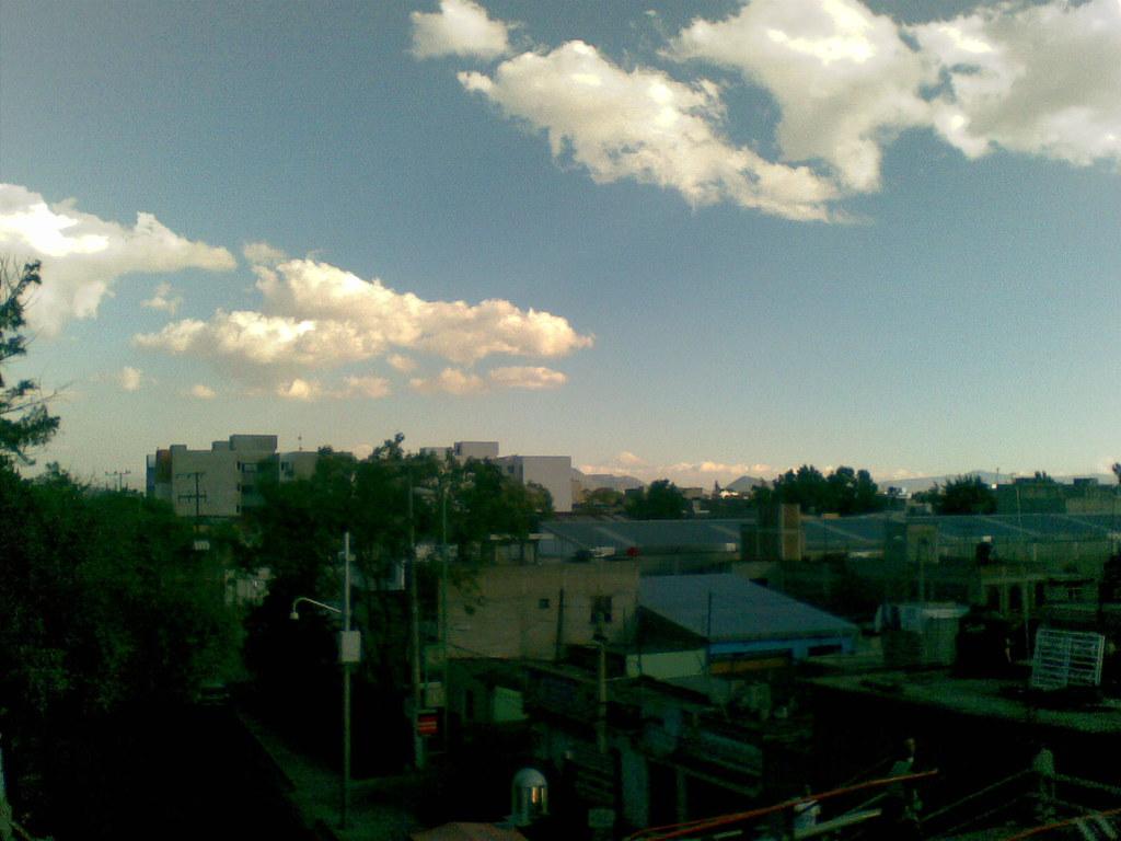 el cielo desde una estación del Metro | by lfsymorm