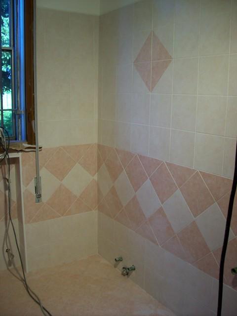 Realizzazione di una posa piastrelle di un bagno segue - Posa piastrelle bagno ...