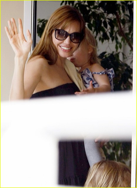 Hai be sinh doi nha Angelina Jolie da lon hon nhieu- Gia dinh- Doi