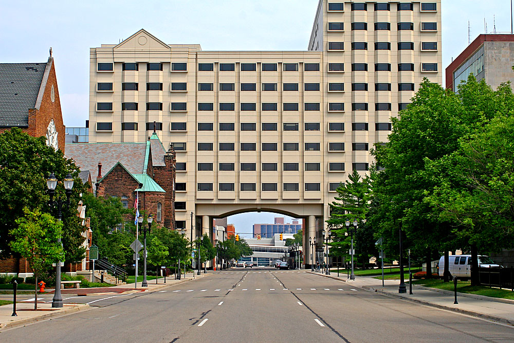 Building Over A Road A Building In Downtown Lansing