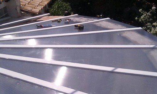 Techo de policarbonato claraboya realizada con aluminio for Cristaleria benissa