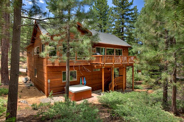 South lake tahoe vacation rentals lake tahoe luxury for Rental cabins in south lake tahoe