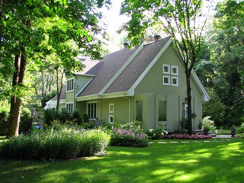 Le jardin d 39 une charmante maison greige the garden of a for Le jardin 3d