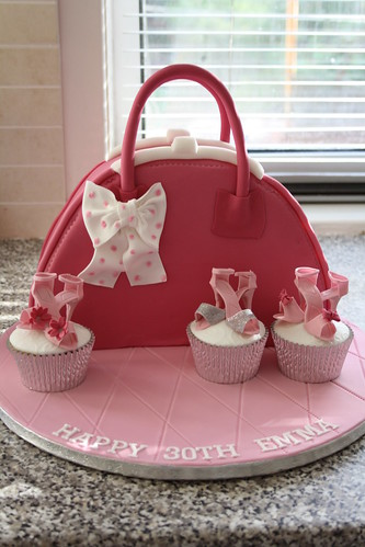 handbag cake just a quick picture before the customer coll flickr. Black Bedroom Furniture Sets. Home Design Ideas