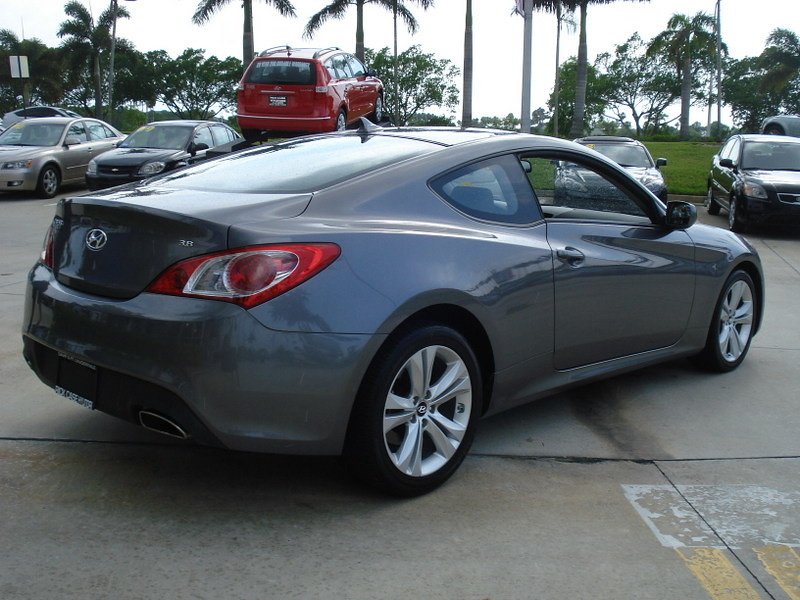 USED 2010 HYUNDAI GENESIS COUPE V6 in FT LAUDERDALE FLOR