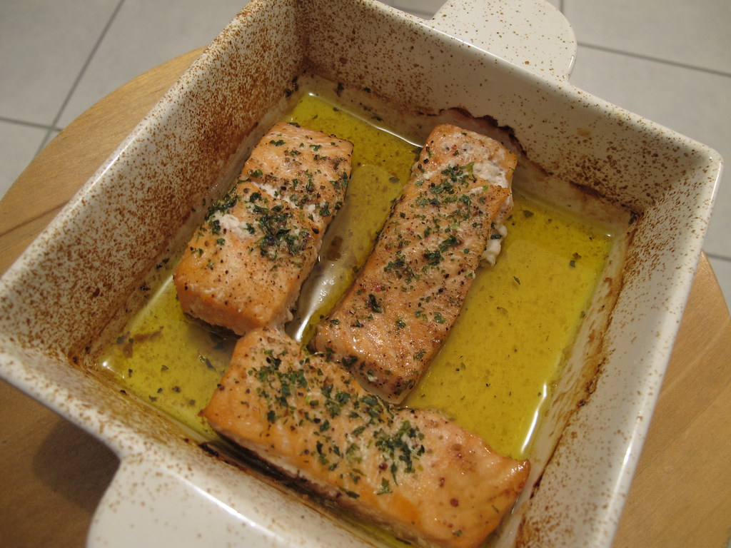 Saumon au four pav de saumon huile d 39 olive sel poivre flickr - Comment cuisiner pave de saumon ...