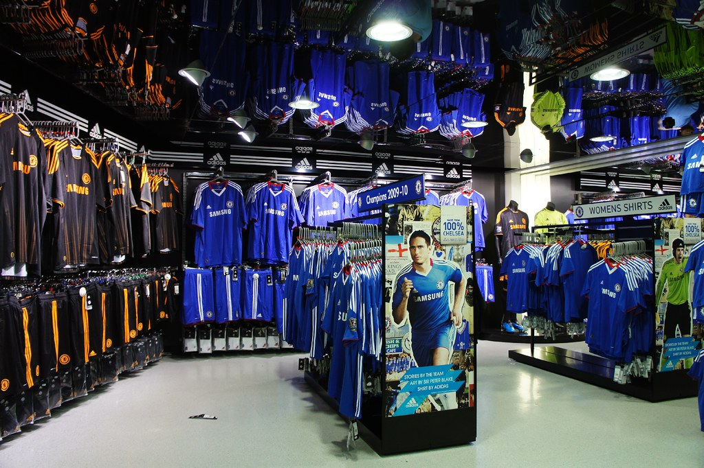 Show off your blue with a new Chelsea Jersey from the ultimate sports store on dnxvvyut.ml Blues faithful are sure to find the perfect Chelsea FC Jersey for them, including a youth, men's or women's Chelsea Custom Jersey as well as Black Chelsea Away Jerseys for top stars like Eden Hazard and N'Golo Kante so you are fully decked out next time you watch the a big Blues match.
