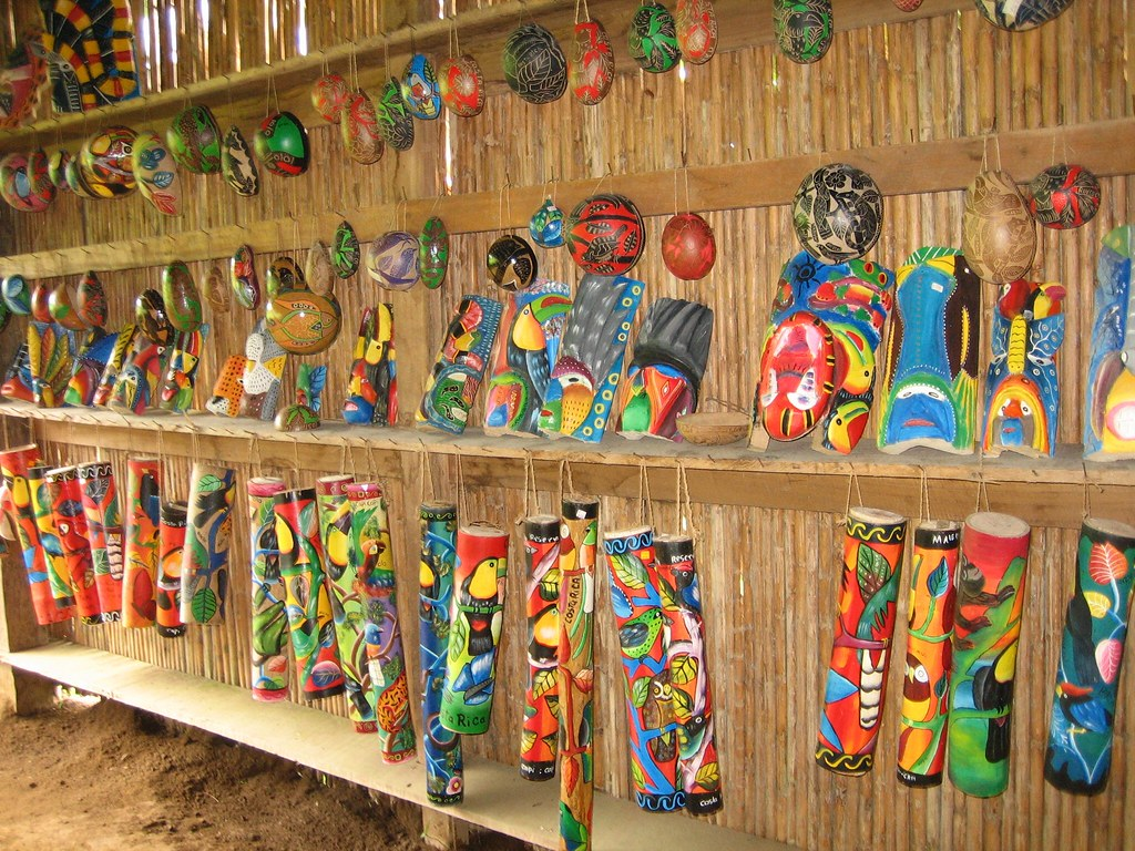 crafts maleku village arenal mundo aventura park la for On costa rica arts and crafts