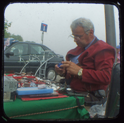 Watch repairer at the flea market | by RaúlM.