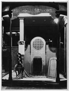 hmv 363 Oxford Street - Window display Model No160 - September 1920s