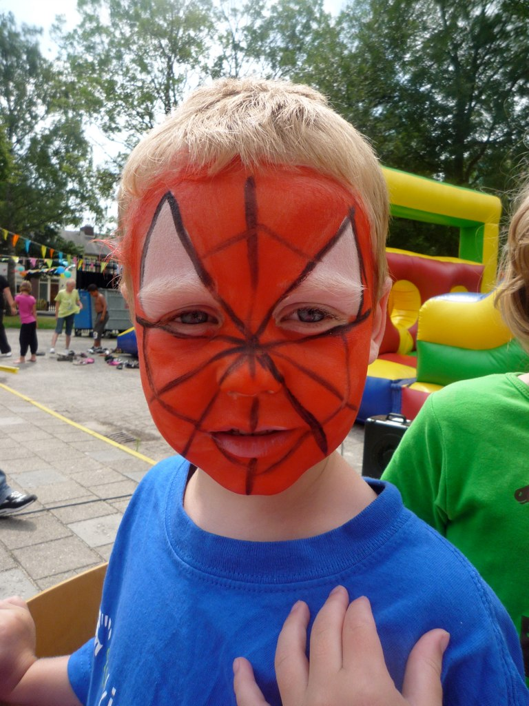 spiderman schminken bij de kinderspeelweek van de sksg in flickr. Black Bedroom Furniture Sets. Home Design Ideas