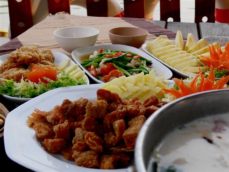Enjoy authentic thai cuisine on board ayutthaya thailan for Ayutthaya thai cuisine bar