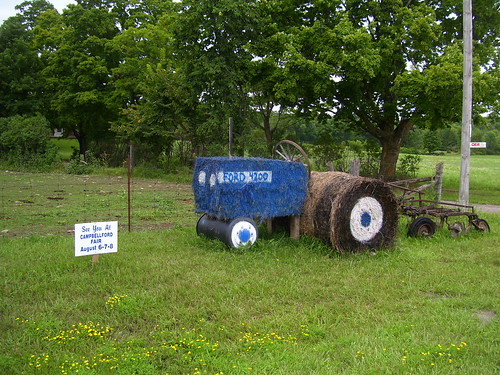 Hay Bale Sculpture, Campbellford Ontario_1452 | by Bobolink