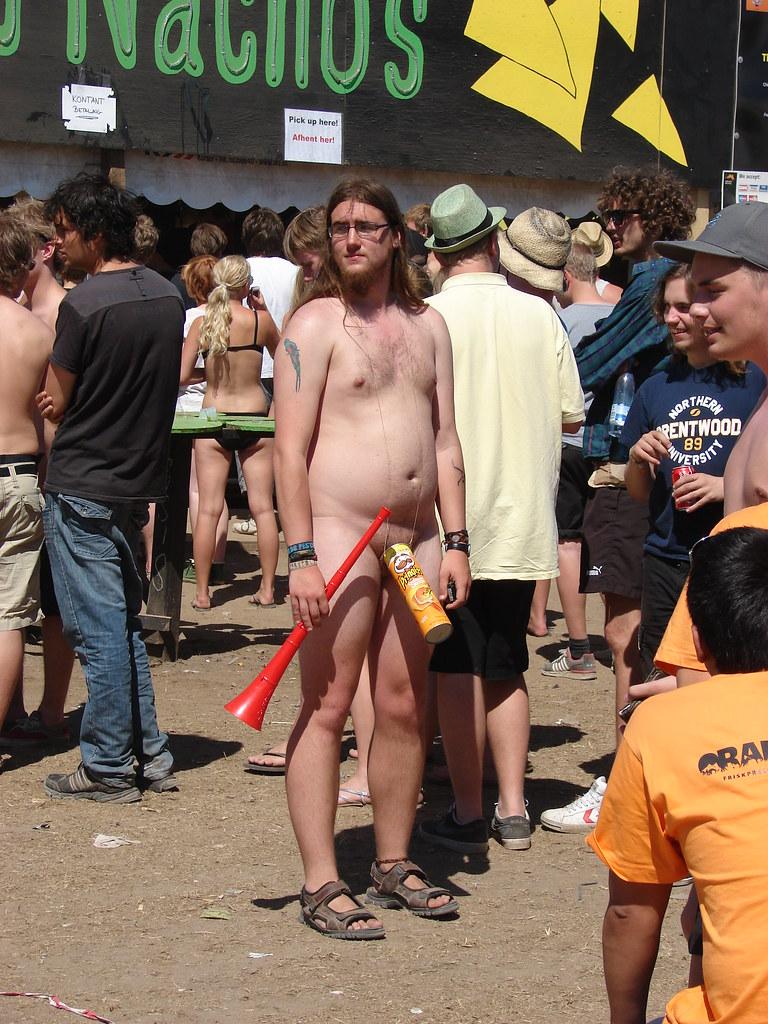naked-guy-public-gay-cholo