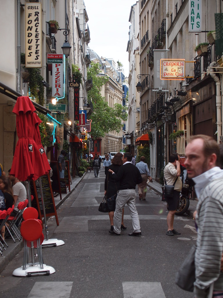 narrow paris street