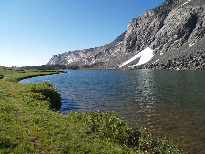 Hiking along the fisherman's path on the eastern shore of lake 10610 in the Alger Lakes basin