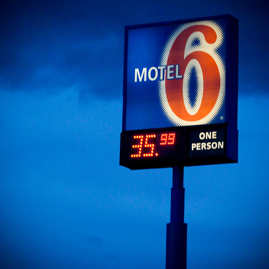 One person motel 6 reno airport sparks for Motel one wellness