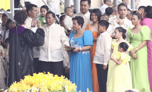 oath taking of Vice President Jejomar Binay and Family ...