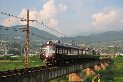 Type 2000 going through Yomase bridge | by wamu8