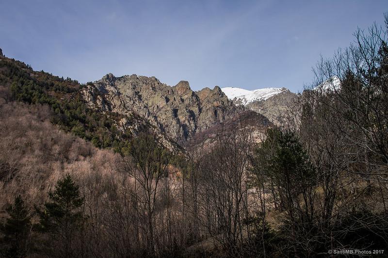 Roques de Totlomón desde la mina Yellas