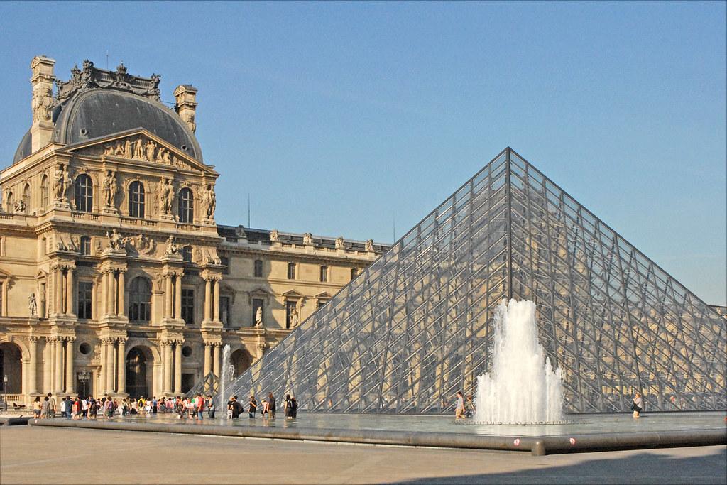 Le mus e du louvre le palais du louvre et la pyramide de l flickr - Architecte de la pyramide du louvre ...