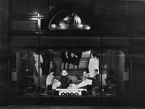 hmv 363 Oxford Street, London - Portable Gramophone Window Display 10th August 1927