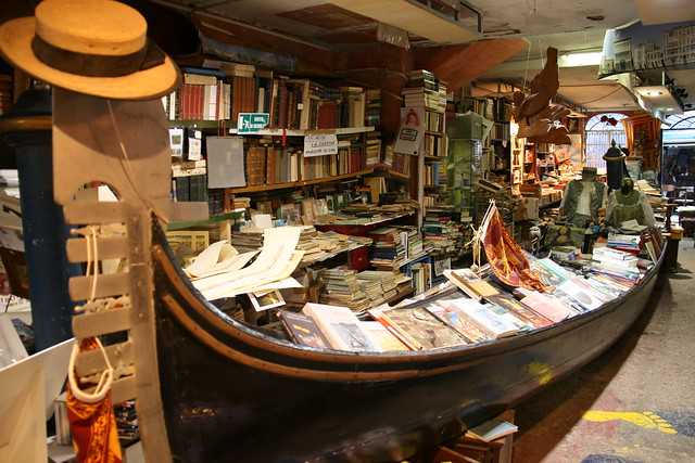libreria acqua alta - high tide bookstore
