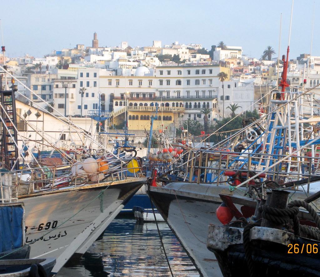 Du port tanger ville vue sur le continental un des for Un porte vue