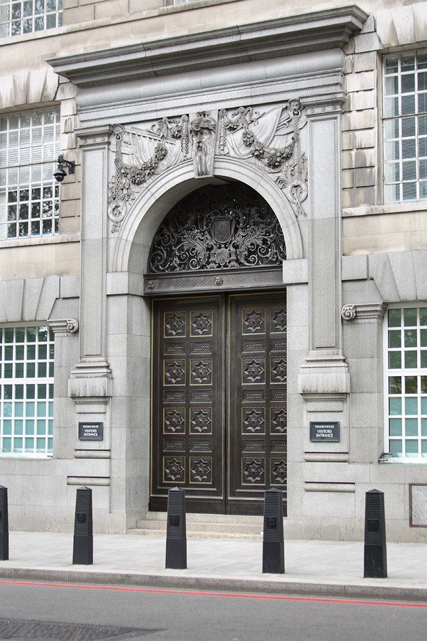 Visitors Entrance To Thames House Millbank London Uk