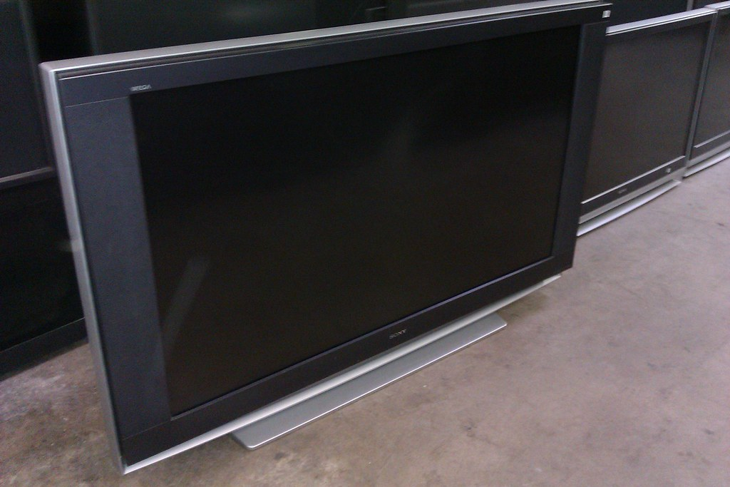 SONY 60 INCH LCD REAR PROJECTION TV 69 600