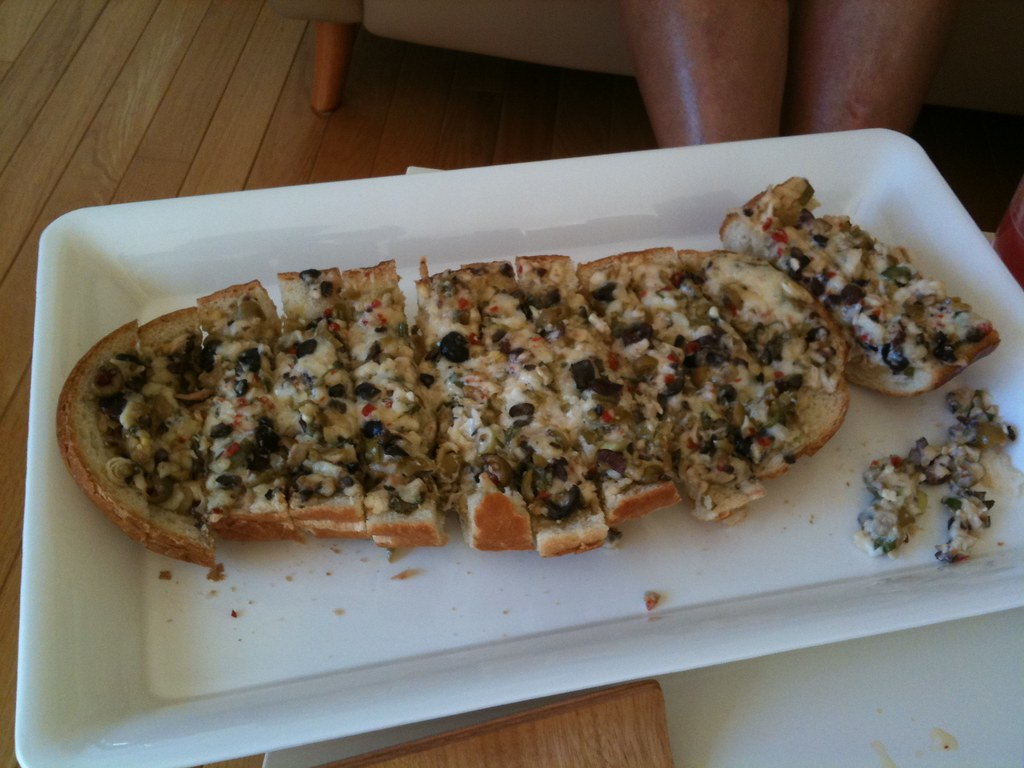 Olive Cheese Bread From The Pioneer Woman Delicious In