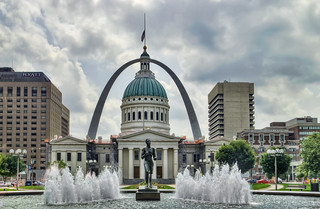 Running Man: St. Louis Arch and Courthouse with Fountain | by Mister Joe