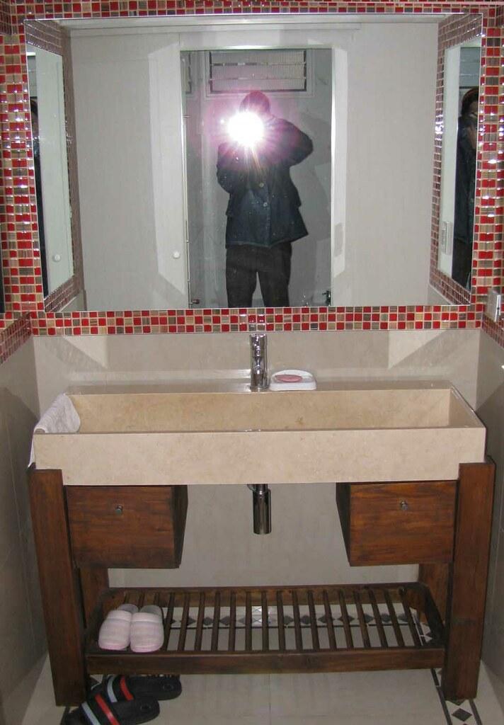 Antebaño: bacha y colocación de espejos con iluminación ...