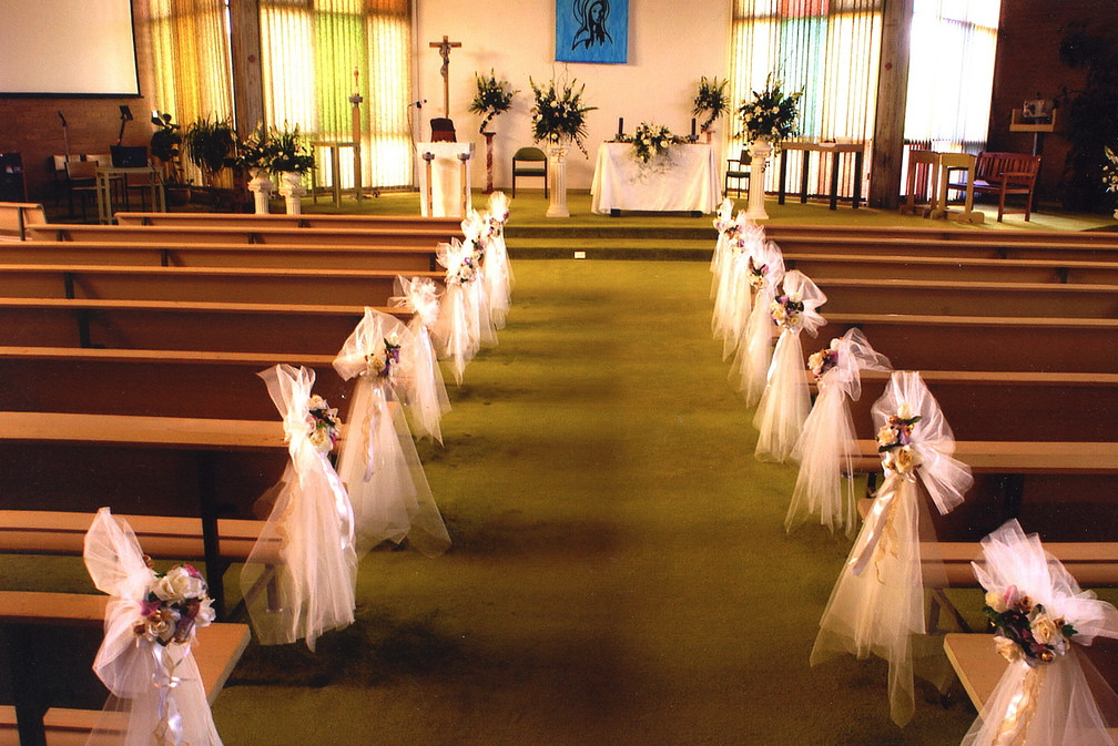 wedding church pew flowers wedding flower design ideas ch flickr. Black Bedroom Furniture Sets. Home Design Ideas