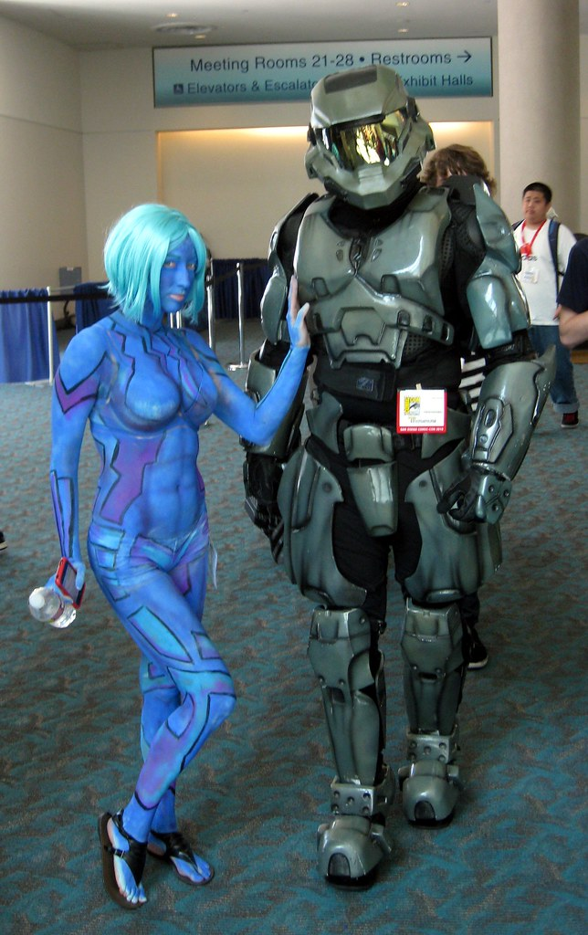 Cortana and Soldier (Halo) | At Comic-Con International ← Ch ...: flickr.com/photos/kelsonv/4822346735