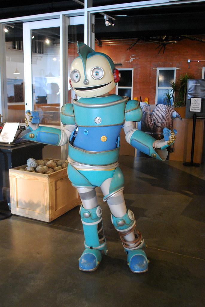 ROBOTS HMNS At Sugar Land Rodney The Robot Strikes A