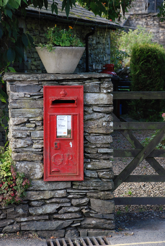 how to find the nearest post box