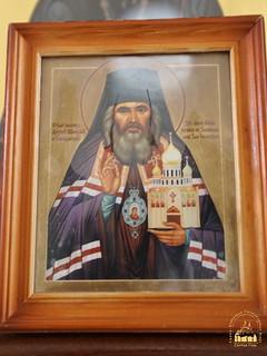 Мироточивая икона святителя Иоанна Шанхайского
