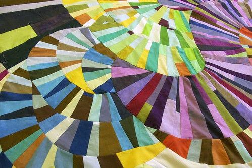 Mod Mood Quilt ~ Get Your Curve On | by daintytime