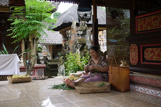 Woman making Balinese offerings | by ShannonsTravels