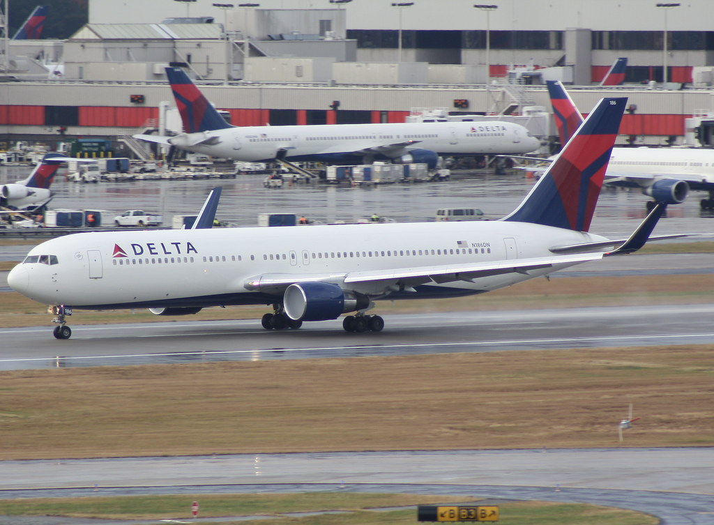 Delta Air Lines 767 300 W Winglets Heading Down The