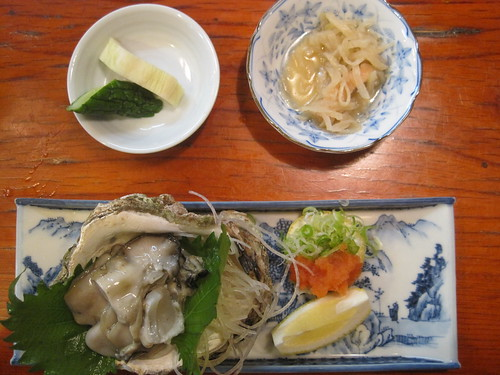 Raw rock oyster serving at Magosuke Izakaya, Naga-machi, Kanazawa | by Joel Abroad