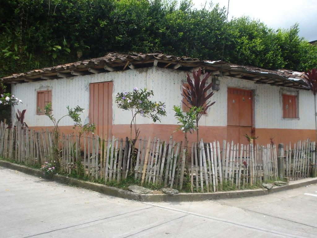 Imagen de una fachada de casa típica en Quimbaya, Quindio