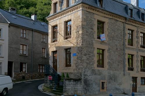 Bouillon te huur staand oud huis aan de rue du lion d 39 or flickr - Modern deco in oud huis ...