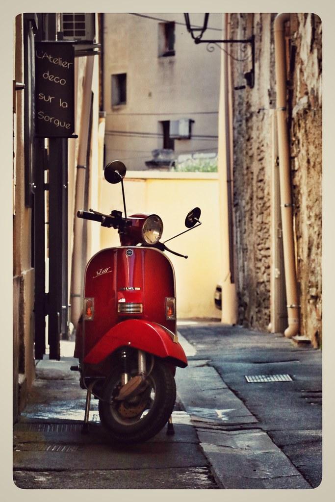 Scooter in l'Isle sur la Sorgue, Provence