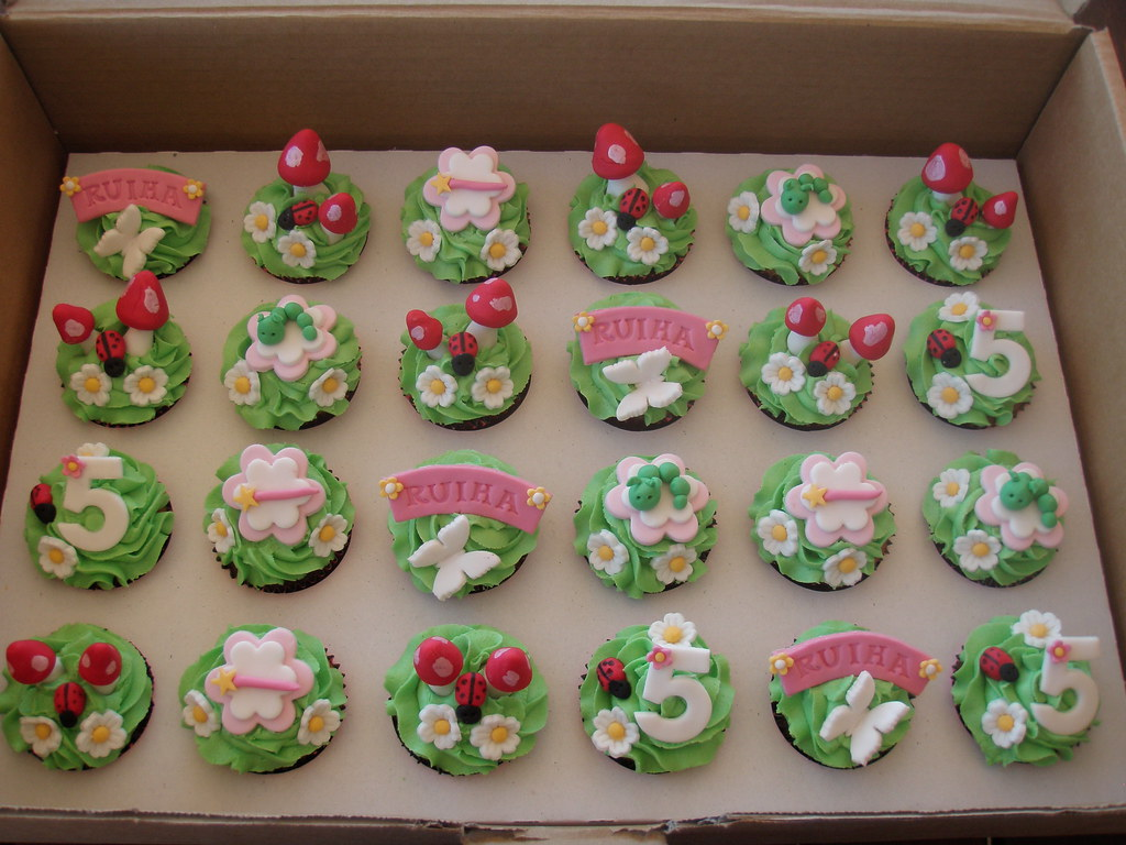 Mossys masterpiece fairy garden cupcakes hayley moss for How to make fairy cupcakes