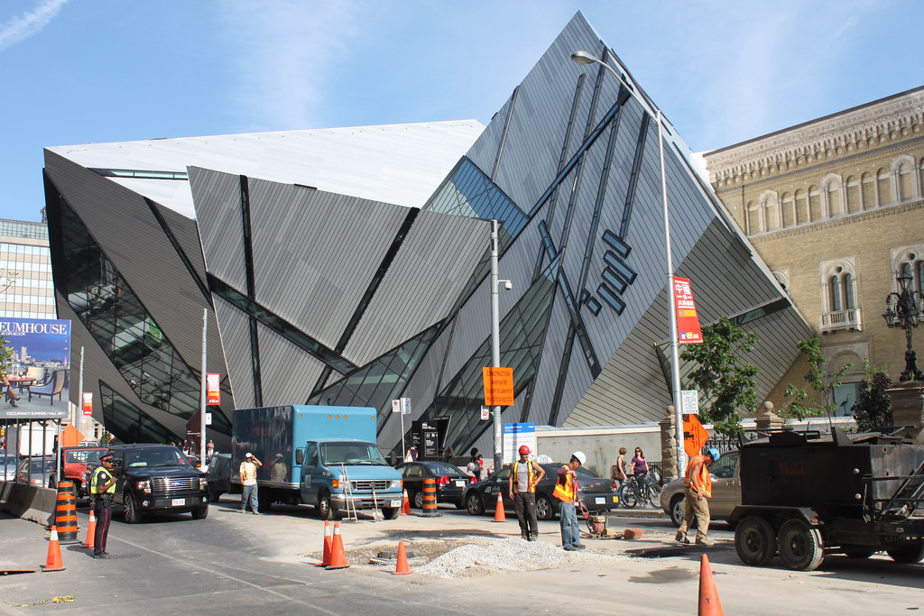 how to get to the royal ontario museum