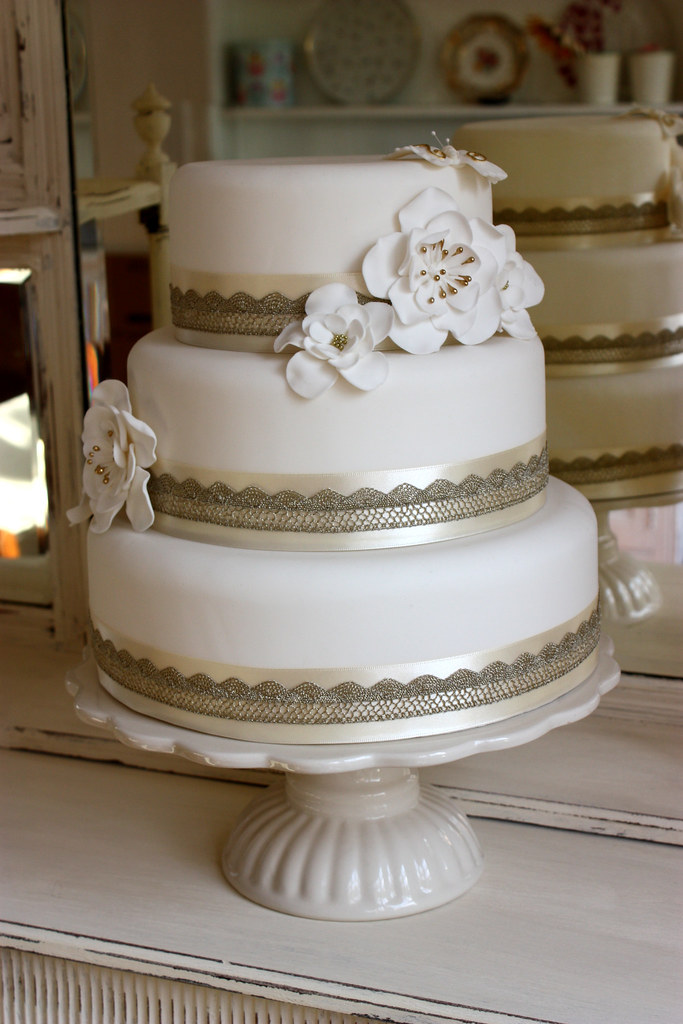 Cream Gold Lace Wedding Cake Dressed With Sugar Flowers Flickr