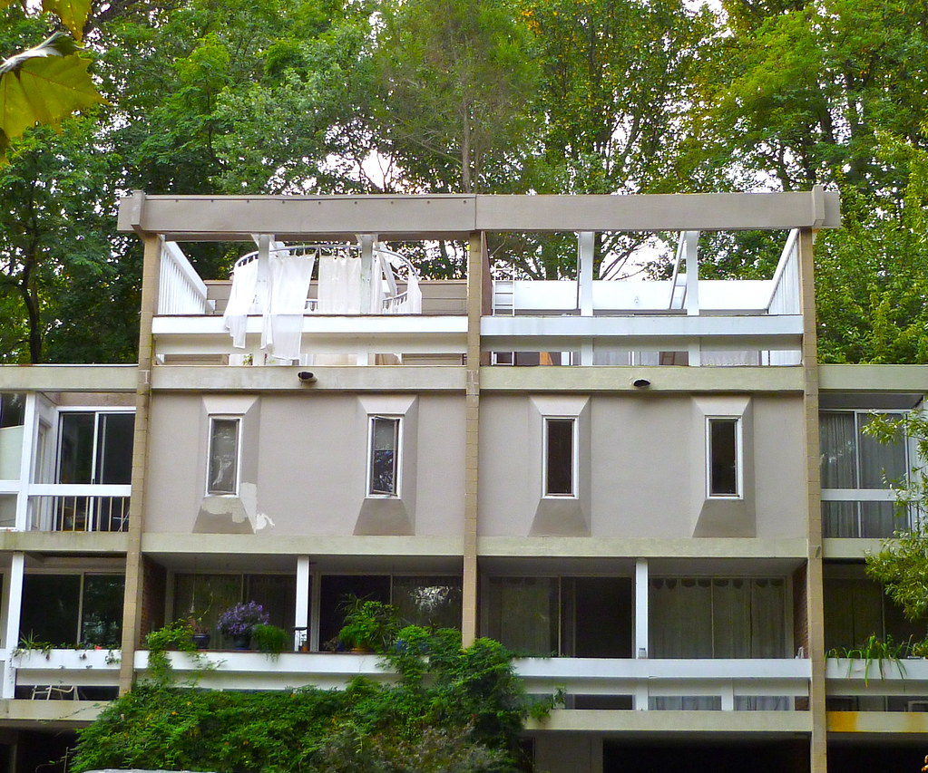 Charles m goodman townhouse from 1960s hickory cluster for Contemporary homes for sale virginia