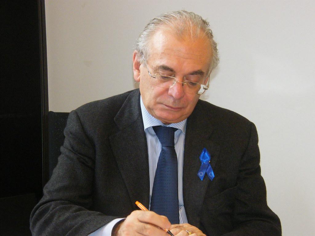 La destra lo vuole sindaco, Tatarella si nega: